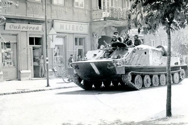 Tanky v uliciach Trnavy.