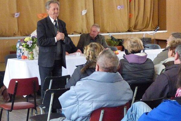 Počas prednášky profesora Hričovského.