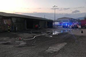 Hasiči uhasili požiar po hodinovom zásahu.