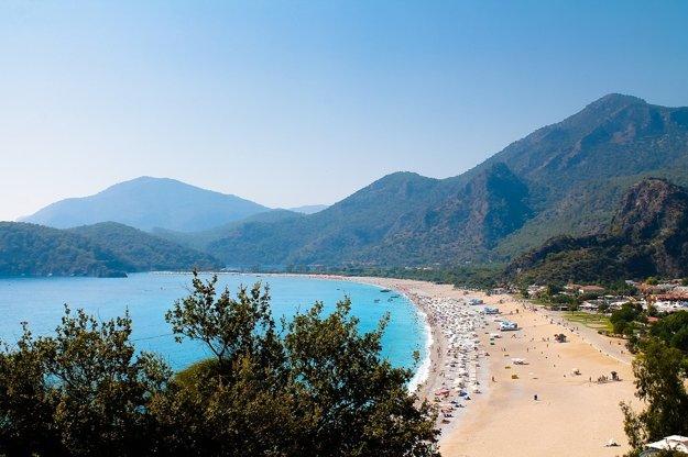 Egejská riviéra, typická pláž.