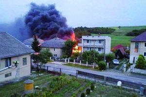 """Požiar domu v Olšovanoch. """"Podpaľač"""" vyviazol s peňažným trestom."""