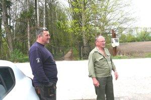 Mošovčania Róbert Jurík (vpravo) sJurajom Zubáňom by boli radi, keby sa policajné hliadky objavovali častejšie.