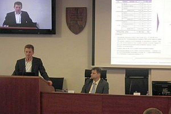 Analýzu poslancom predložil projektový manažér Dušan Michalko.