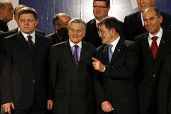 Premiér Fico medzi európskymi politikmi na oficiálnych oslavách vstupu Malty do eurozóny.