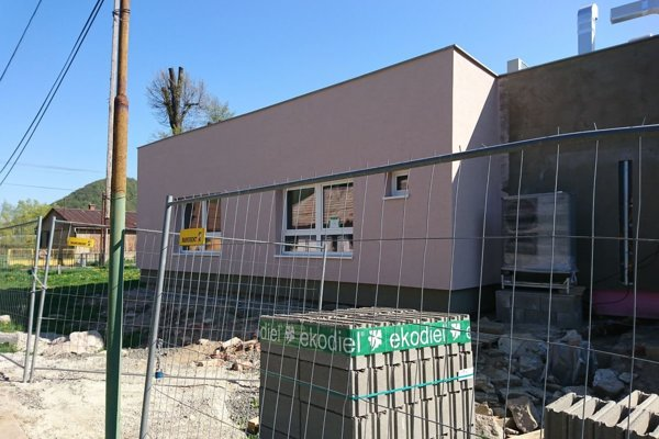 V obci vyrástla úplne nová budova.