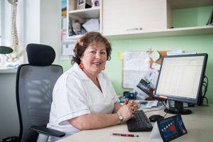 Eva Salamonová vyštudovala Lekársku fakultu Univerzity Komenského v Bratislave. Po štúdiu pracovala ako anestéziologička. V roku 1993 absolvovala stáž zameranú na liečbu bolesti v USA. Po návrate sa venovala rozvoju pôrodníckej analgézie na Slovensku. O dva roky neskôr založila prvú ambulanciu pre liečbu chronickej bolesti na pôde Univerzitnej nemocnice v Bratislave. V súčasnosti už desať rokov vedie súkromnú algeziologickú ambulanciu v Bratislave.