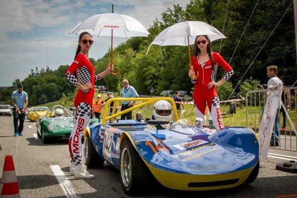 Aj historické vozidlá každoročne lákajú divákov na Jahodnú.