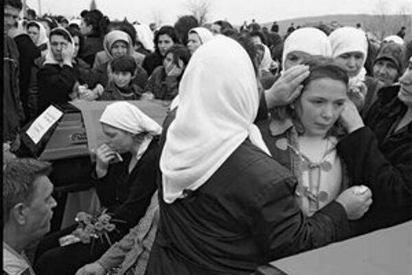 V dedine Malá Kruša na juhozápade Kosova sa 26. marca tohto roku konal opätovný pohreb 21 obetí masakry z roku 1999.