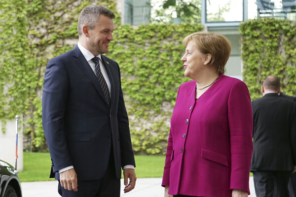 Slovenský premiér Peter Pellegrini (vľavo) s nemeckou kancelárkou Angelou Merkelovou počas návštevy Berlína.