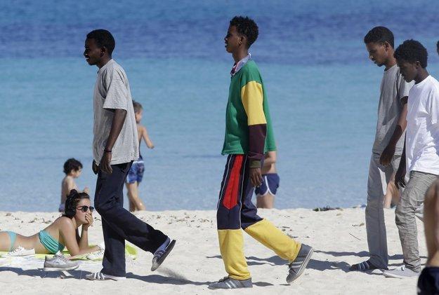 Rozhodli sa, že nám zničia nie iba civilizáciu, ale aj dovolenky. FOTO – TASR/AP