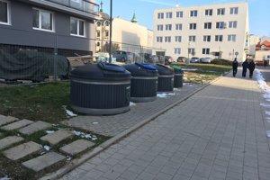 Veľkokapacitné nádoby na odpad.