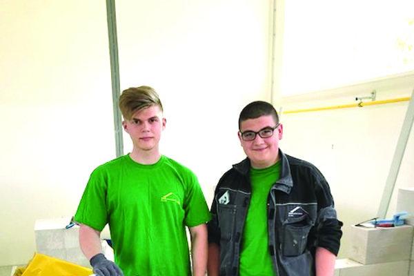 Dvojica žiakov z III.D triedy Richard Bucha a Miroslav Tlachač zo SOŠ stavebnej v Žiline.