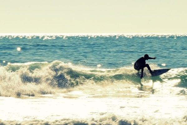 Surfovanie je obľúbeným športom, objavujú ho aj Slováci.