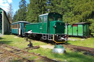 Pôvodná trasa Považskej alebo Čiernovážskej železnice bola jednou z najkrajších trás lesných železníc vďaka tomu, že viedla horským prostredím. Po Vychylovke bola druhou najdlhšou. Koľajnice osadili zanietenci železničnej histórie v skanzene v Pribyline. Vedie popri chodníku od dediny k depu.