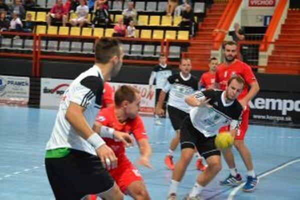 Pov. Bystrica (v červenom aj tretíkrát v sezóne zdolala Novozámčanov.