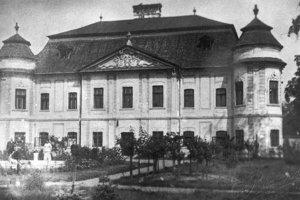 Jediná fotografia fontány je z roku 1907 ( na zábere vľavo).
