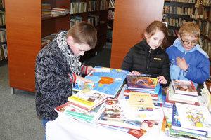 Deti berú knihy do rúk čoraz menej.