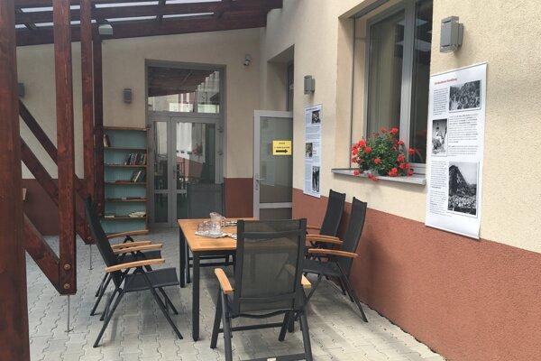 Letná čitáreň v Handlovej.