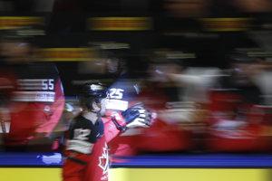 Hokejisti Kanady vedú nad domácim Nórskom.