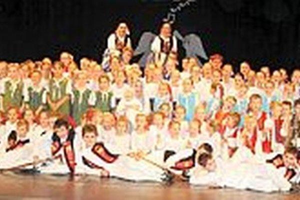 Detský folklórny súbor Kolíska.