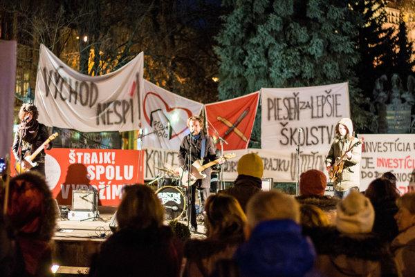 Piatkový koncert na podporu štrajku učiteľov v Košiciach.