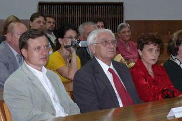 Ľubomír Kodrík (v strede) dostal ocenenie pri príležitosti Dní Mesta Považská Bystrica.