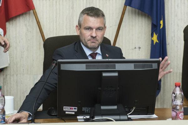 Premiér Peter Pellegrini počas rokovania vlády.