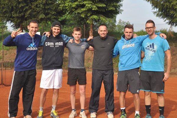 Víťazné družstvo TK ZZO Čadca. Zľava: Peter Pištek, Matej Baliak, Boris Herman, Miloš Herman, Daniel Vala aMartin Pištek.