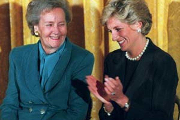 Katharine Grahamová sedí s princeznou Dianou v Bielom dome, v septembri 1996.