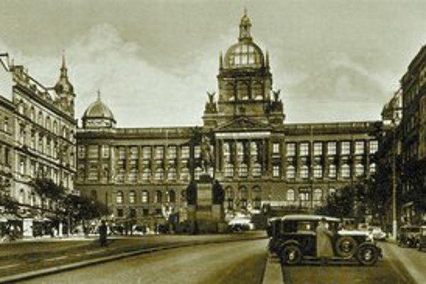 Pražské Národné múzeum v prvej polovici dvadsiateho storočia.