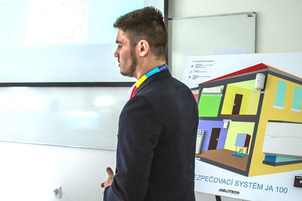 Samuel Kaličiak pri prezentácii.