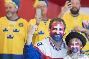Slovenskí fanúšikovia, za nimi priaznivci zo Švédska.