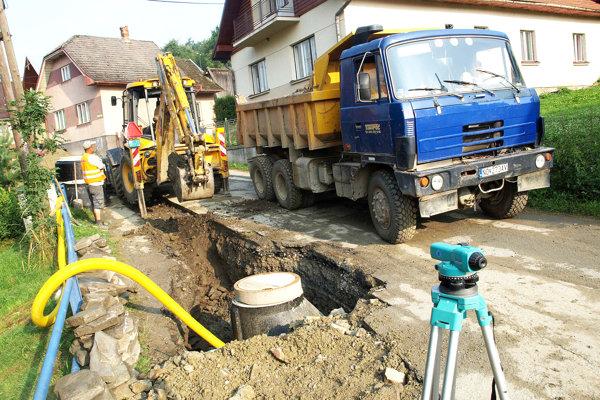 Mnohé oravské obce už vlastnú kanalizačnú sieť majú, mnohé však na ňu stále čakajú.