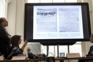 Anna Franková prelepila pasáže lepiacou páskou.