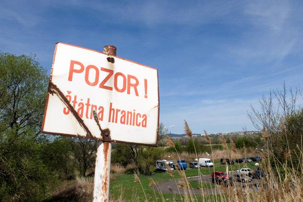 Dnes slovensko-rakúske hranice označujú hrdzavé tabule.