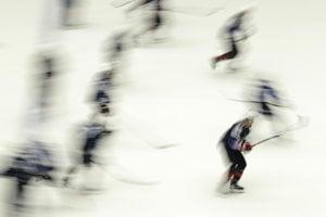 Hokejisti USA počas rozkorčuľovania.