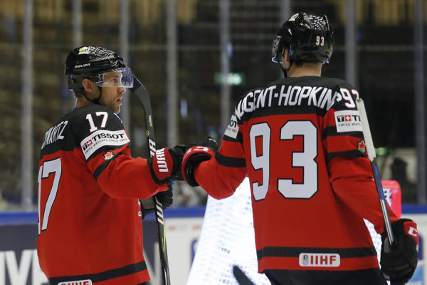 Kanaďan Jaden Schwartz (vľavo) si už na svetovom šampionáte nezahrá.