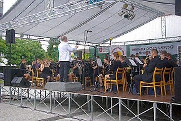 Festivalu sa zúčastnili aj orchestre zo susedných republík.