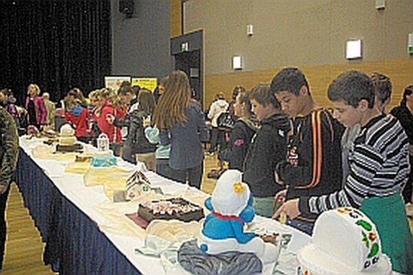 Minulý rok bolo na torty zvedavých veľa ľudí.