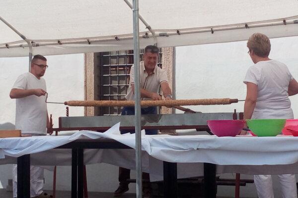 Návštevníci sa tešili aj na pečenie maxitrdelníka.