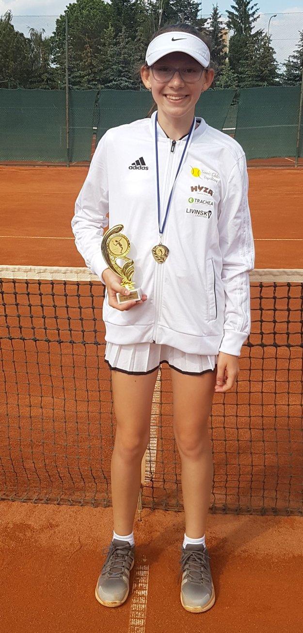Nina Kyseľová – dvojnásobná majsterka Západoslovenského tenisového zväzu vkategórii mladších žiačok.