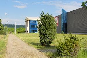 Firma Intercable prerobila v Kriváni halu, v ktorej vyrábala fínska Ojala.