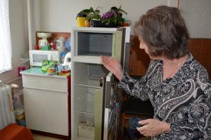 """Chladnička je v byte pani Ľudmily a ďalších stále zbytočným """"doplnkom"""". Všetko, čo kúpia, musia zjesť."""