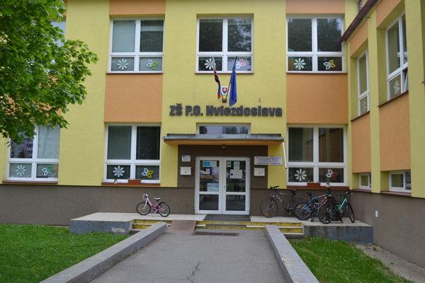Na škole vyšetruje polícia spreneveru.