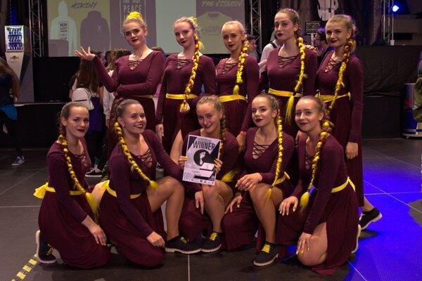 Dievčatá s choreografiou Flames získali piate miesto.