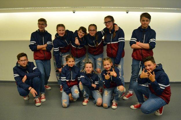 Juniori súťažili s choreografiou Reborn.