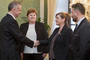 Kiska (vľavo) prijal zástupcov Slovenskej komory sestier a pôrodných asistentiek a Odborového združenia sestier a pôrodných asistentiek.