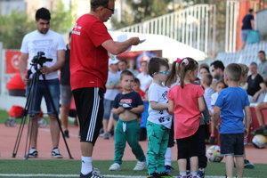 Miroslav Karas sa najmenším futbalistom intenzívne venuje už dlhé roky.