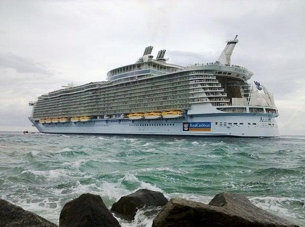 Allure of the Seas opúšťa domovský prístav Port Everglades.