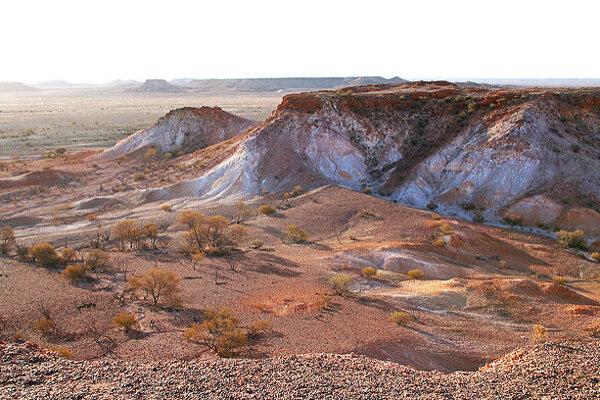 """Coober Pedy často označujú aj ako """"hlavné opálové mesto sveta""""."""